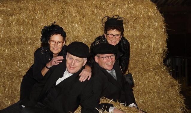 Cor, Sjan, Riny en Maartje gaan er een mooie carnaval van maken.