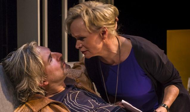 Victor Reinier en Renée Soutendijk schitteren in 'Roem'.