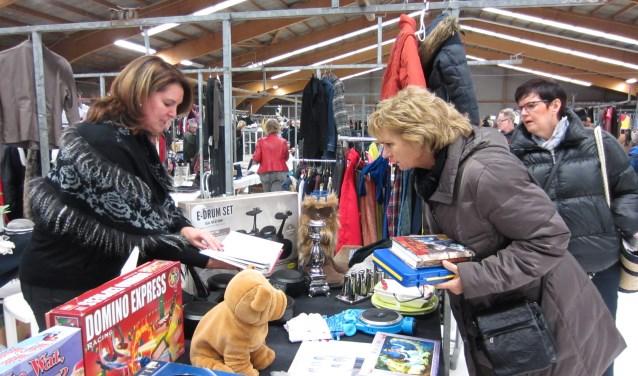 De vlooienmarkt in De Rusheuvel.