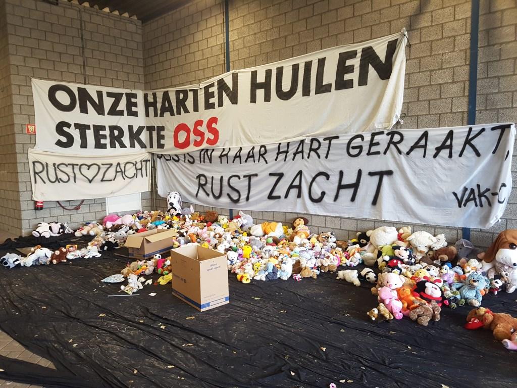 De spullen van het herdenkingsveld in de gemeentewerf.  © Kliknieuws Oss