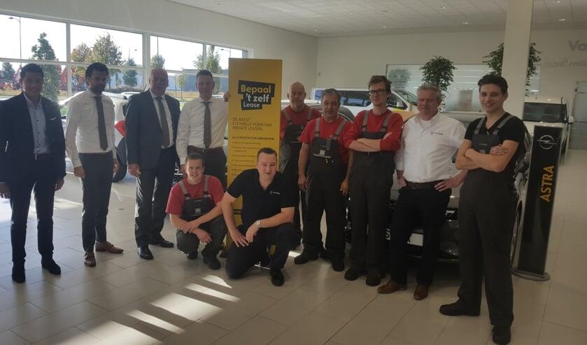 Het team van Opel-dealer Van Mossel OPC in Veghel.