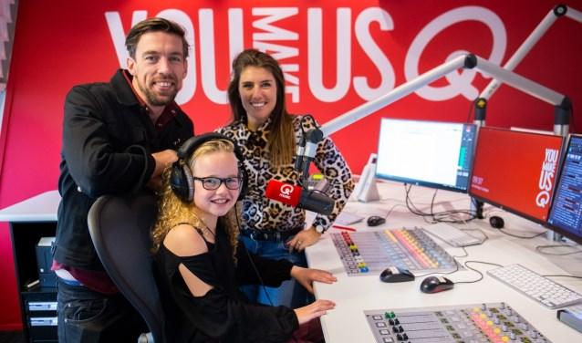 Mattie Valk, Roos van Rosmalen en Marieke Elsinga in de studio van Qmusic.