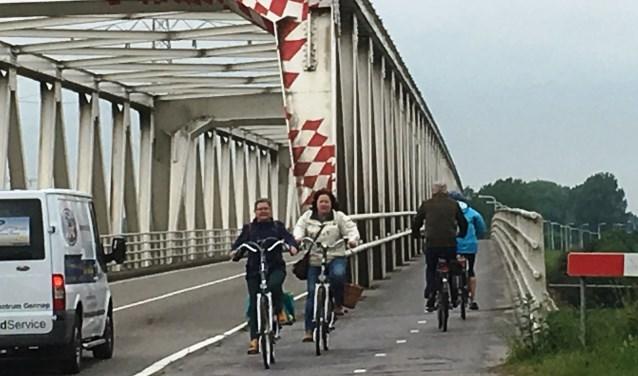De burgemeester van Gennep en Boxmeer pleiten voor een gecombineerde aanpak van het fietspad Maasbrug en Flessenhals Oeffelt. (foto: Jos Gröniger)