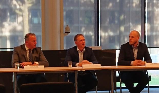 Frank den Brok, Arno Smits en Nick Nietveld tijdens de persbijeenkomst op het gemeentehuis in Oss.