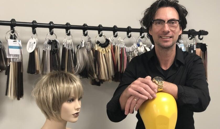 Frank Verheijen in de nieuwe ruimte met hairworks. (tekst en foto: Jos Gröniger)