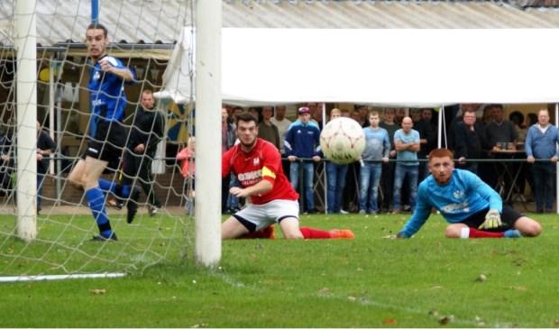 DWSH'18 tijdens de eerste wedstrijd na de fusie. (foto's: Jeff Meijs/Voetbak-shoot.nl)