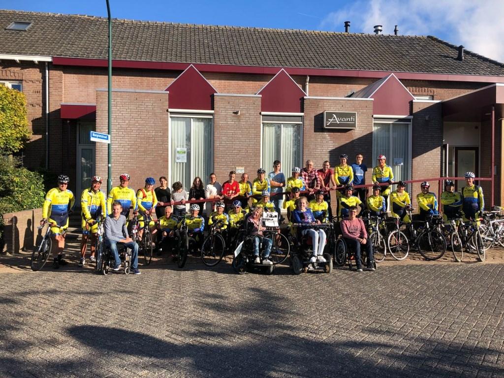 Cheque TTC Oss voor Stichting AktieFix  © Kliknieuws Oss