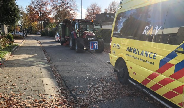 Ongeval tractor en fietser Veghel.  © 112 Brabantnieuws