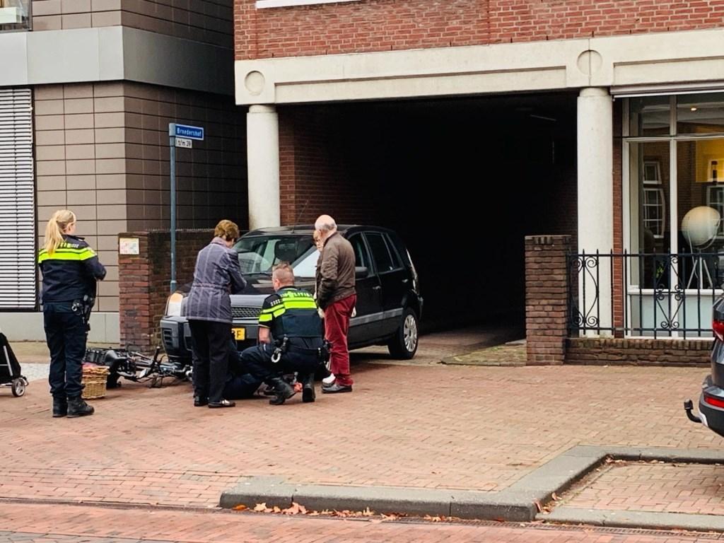 Fietser geschept door auto in Veghel.