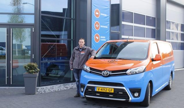 Bart Jonkers bij het gloednieuwe bedrijfspand aan Mandenmakerstraat 5 in Uden.