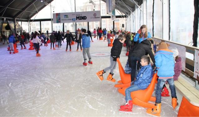 De ijsbaan krijgt dezelfde afmetingen als vorig jaar. Er wordt gebruik gemaakt van dezelfde mooie en transparante tent.