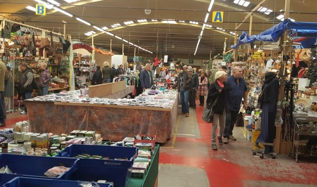 Bedrijvigheid op de Vrije Markt Cuijk. De markt is elke zaterdag van 9.00 tot 16.00 uur geopend.