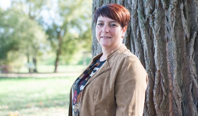 """Nicole Geutjes is sinds 1 november actief in de uitvaartzorg. """"Ik wil graag dienstbaar zijn, en ben tevreden als de nabestaanden dat zijn."""" (tekst: Jos Gröniger)"""