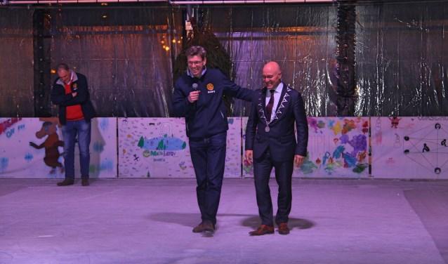 Eric Rath (voorzitter Rotary Meierijstad) en Burgemeester Kees van Rooij tijdens de opening.