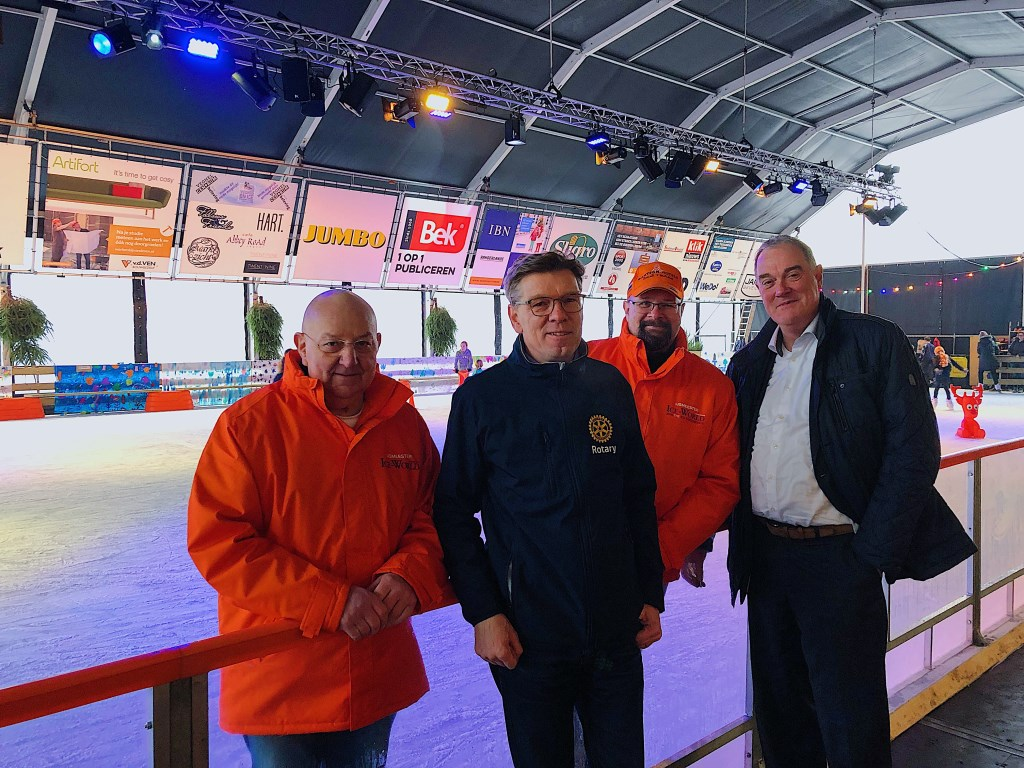 IJsmeester Ad van Dongen, Eric Rath, ijsmeester Wim Holland en Ben van de Meerakker zijn trots op het eindresultaat.   © Kliknieuws Veghel