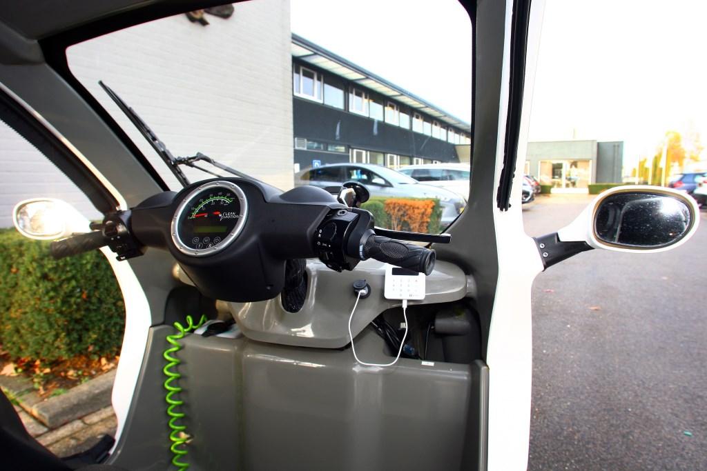 Pick-E, een elektrische drielwieler vervoerd de werknemers over het bedrijventerrein van Veghel. Foto: Ronald Goudberg © Kliknieuws Veghel