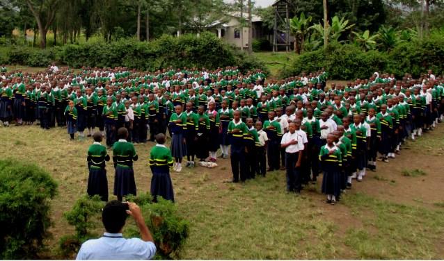 Bij een primary school in Tanzania is gedoneerd voor de aanschaf van schooluniformen