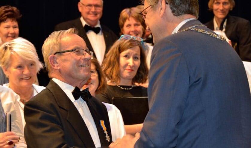 In september 2017 kreeg koorlid Will Ariaens van Hillenaar de koninklijke onderscheiding Lid in de Orde van Oranje Nassau uitgereikt. (archieffoto)