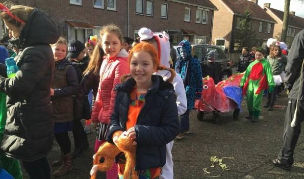 Traditionele carnavalsoptocht van basisschool De Teugelaar.  © Kliknieuws Oss