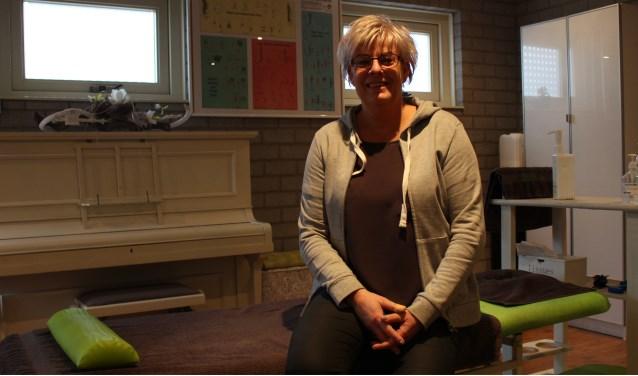 Astrid Rijkers in haar praktijkruimte.