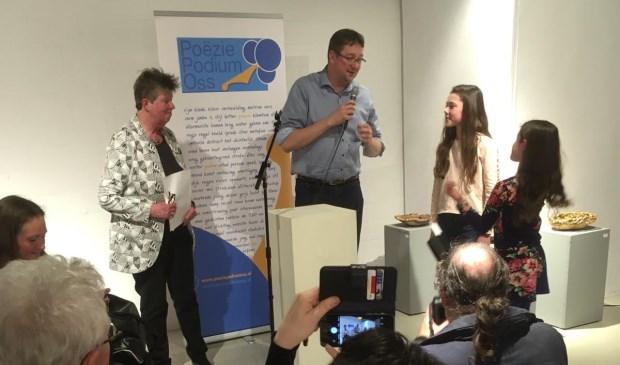 René Peters benoemt de twee junior Stadsdichters.