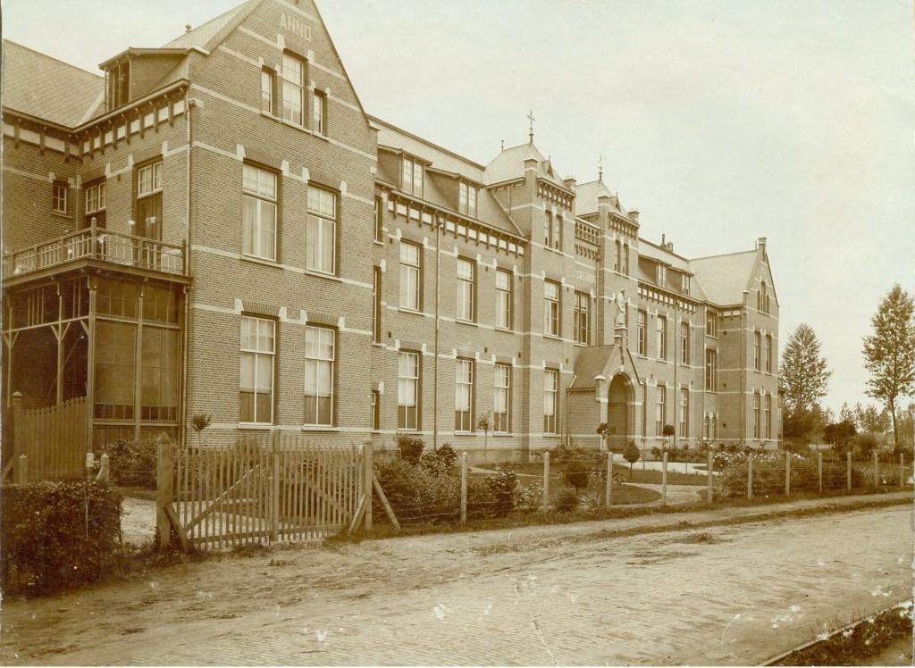 1911: Het nieuwe ziekenhuis aan het Middegaal  © Kliknieuws Veghel