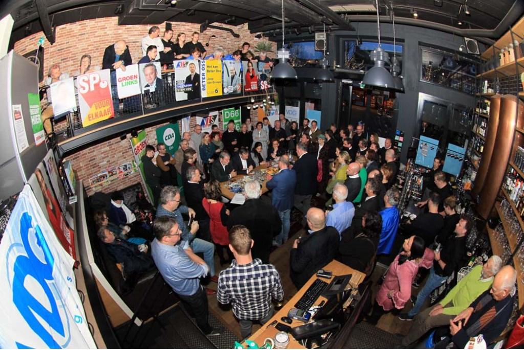 Politiek debat in De Nieuwe Wereld. (Foto: Hans van der Poel)