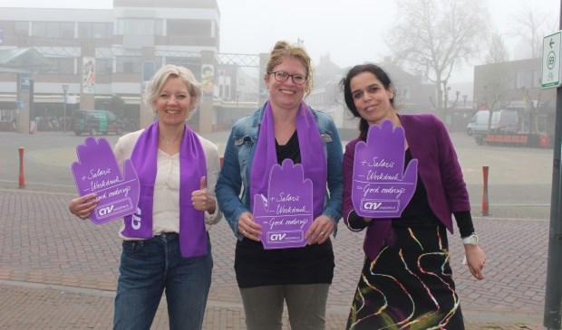 Vrijwilligers bij het loket voor stakingsregistratie in Cuijk.  © Kliknieuws De Maas Driehoek