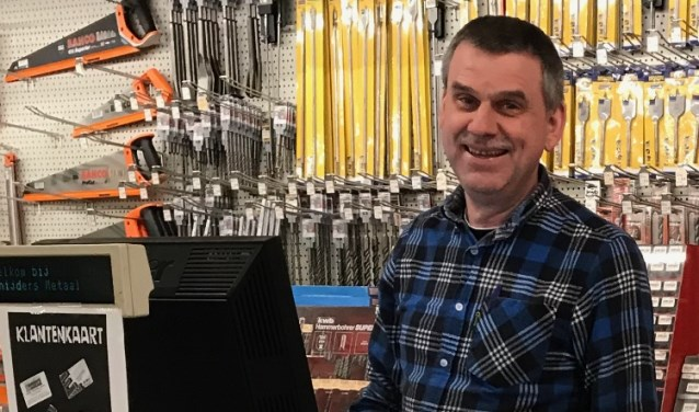 erik 40 jaar Mijlpaal: Erik Verhoeven 40 jaar in dienst bij Snijders Metaal erik 40 jaar