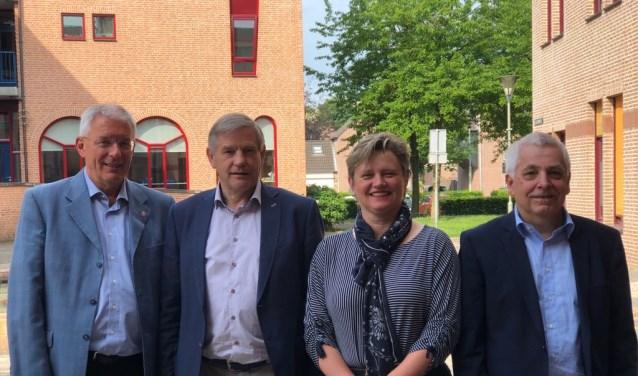 V.l.n.r.: Peter de Koning (burgemeester), Rob Peperzak, Janine van Hulsteijn en Peter Lucassen.