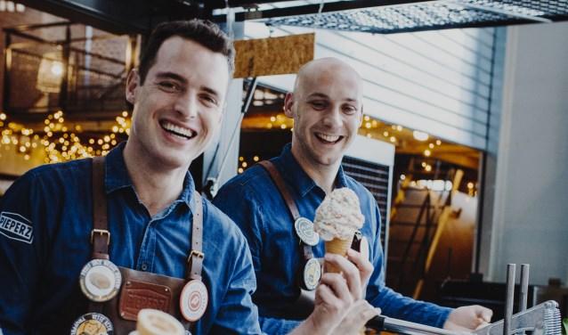 Bedrijfsleiders Adriaan van Grinsven en Guus Haans zijn blij met de vet lekkere comeback van Davino IJs bij Pieperz.