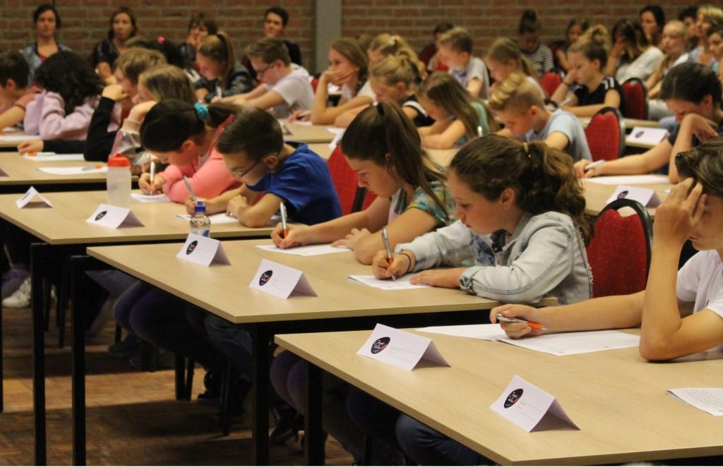 64 basisschoolleerlingen uit de regio deden mee aan het Jeugddictee.