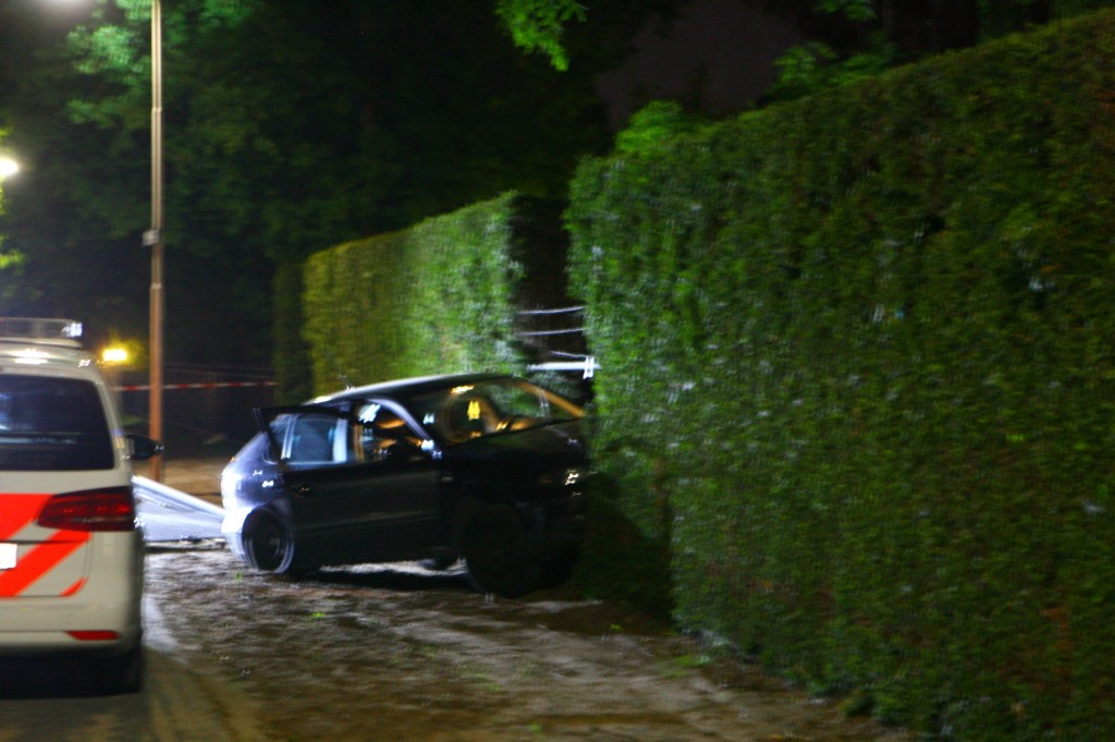 Het ongeval in de Willbrordusweg. (Foto: Hans van der Poel)  © Kliknieuws Oss