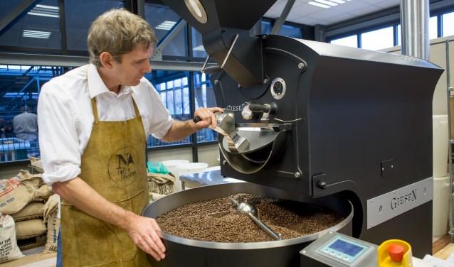 Marc van Berkel is koffiebrander en eigenaar van Noord Coffee Roasters (Foto: Margot van Kleef).