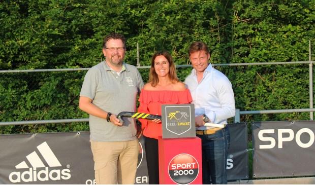 Deze week hebben Frank vd Heijden (Geel-Zwart), Hanneke Smabers (Adidas) en John Verkuijlen (sport2000) het contract getekend.