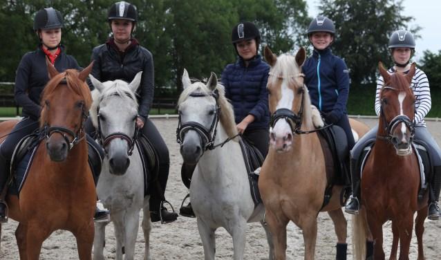 Leden van ponyclub de Kleine Hoefjes.