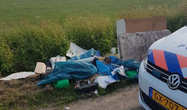 Illegale afvaldumping op De Bulk. (Foto: Twitter wijkagenten Oss-Zuid)