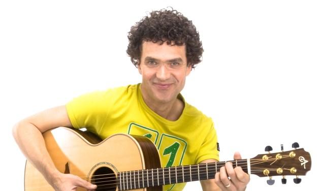 Dirk Scheele speelt Z'n Leukste Liedjes.