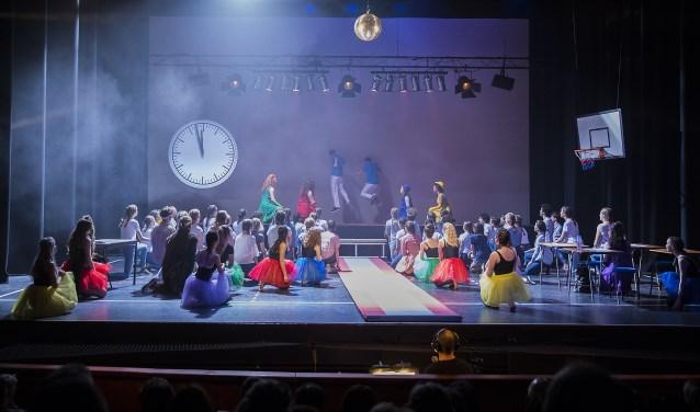 De musicalgroep voerde eerder dit jaar de musical Pippin op in De Lievekamp. (foto: Ron Rutten)