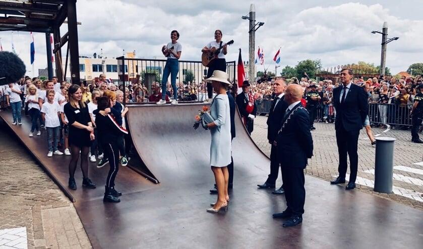 Koningin Máxima opent Theater De Blauwe Kei.