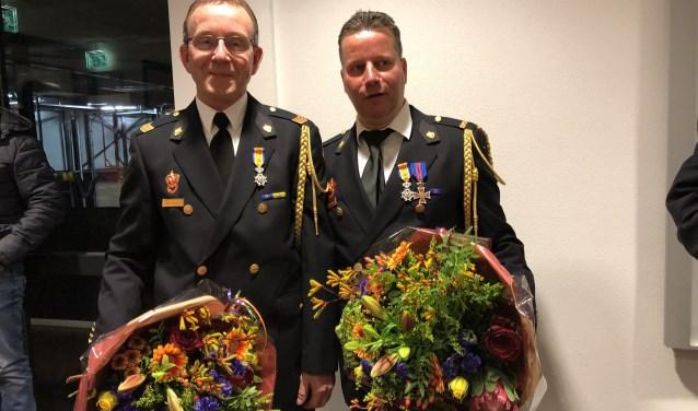 Tonny Roosenboom (links) en Bart Bardoel kregen een koninklijke onderscheiding. (foto: Jos Gröniger)