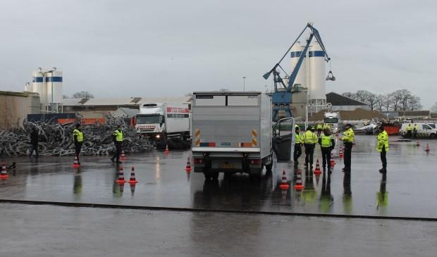 Onderzoek van politie en douane in het Osse havengebied.  © 112 Brabantnieuws