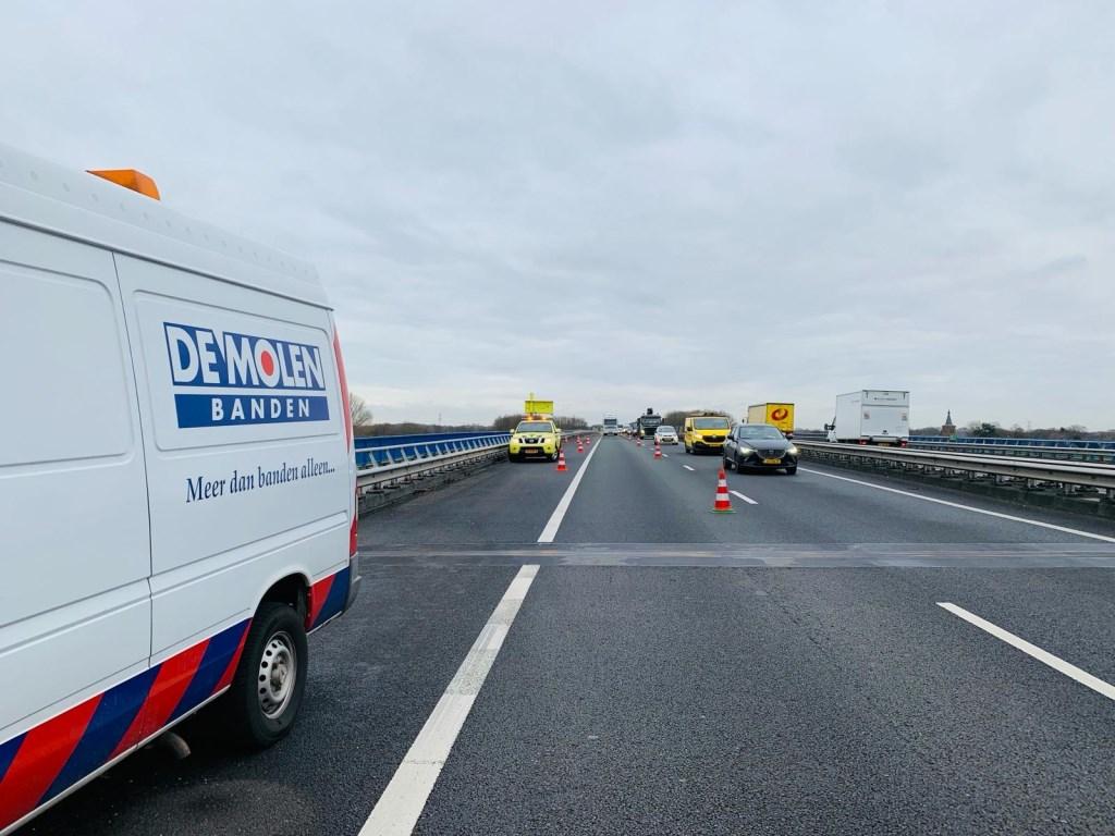 File door kapotte vrachtwagen op A50  © 112 Brabantnieuws