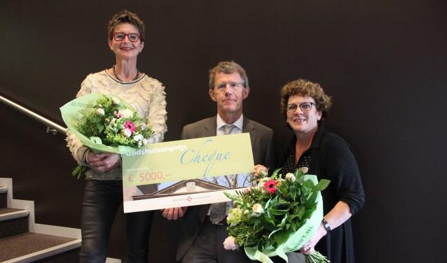 PieterBrueghelHuis heeft net de Godshuizenprijs gewonnen. José de Boer staat helemaal links.   © Kliknieuws Veghel