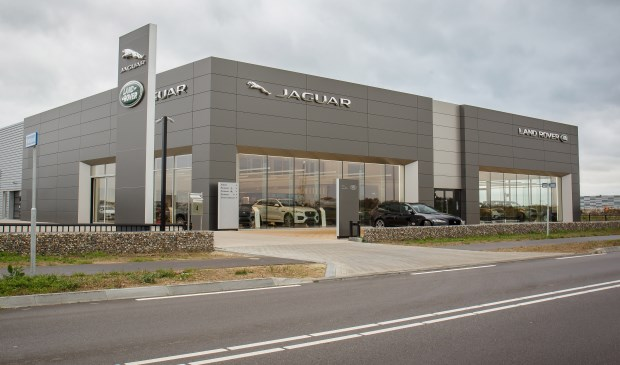 Jaguar Land Rover Past Haar Dealernetwerk Aan In Limburg
