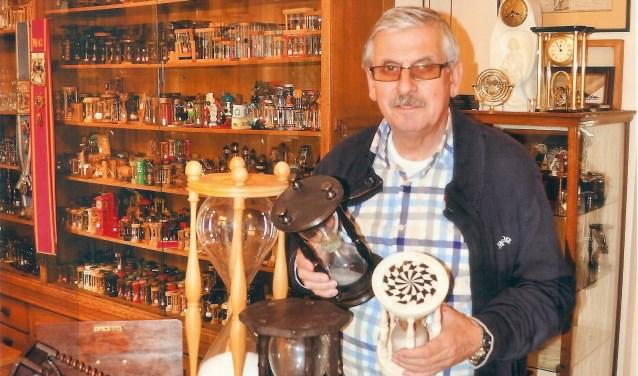 Dit keer exposeert de 73-jarige Theo uit Oosterhout zijn verzameling zandlopers.