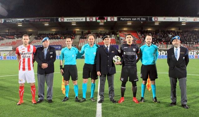 Drie veteranen mochten vorig jaar mee het veld op tijdens FC Oss - N.E.C.