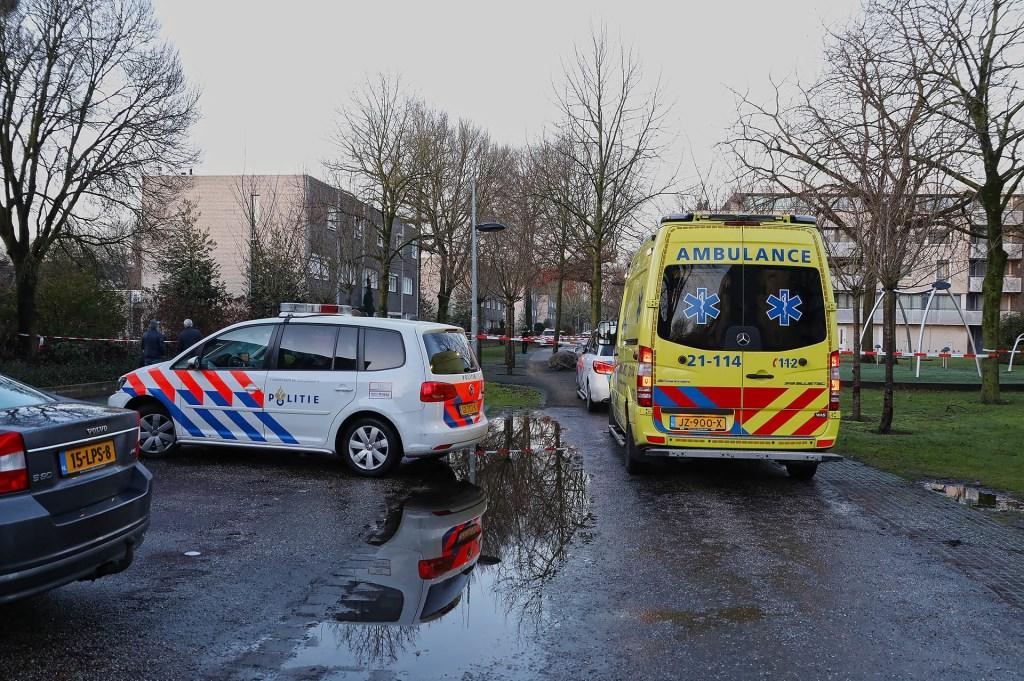 Schietpartij in Anna Bijnsstraat. (Foto: Gabor Heeres / Foto Mallo) Foto: Gabor Heeres © Kliknieuws Oss