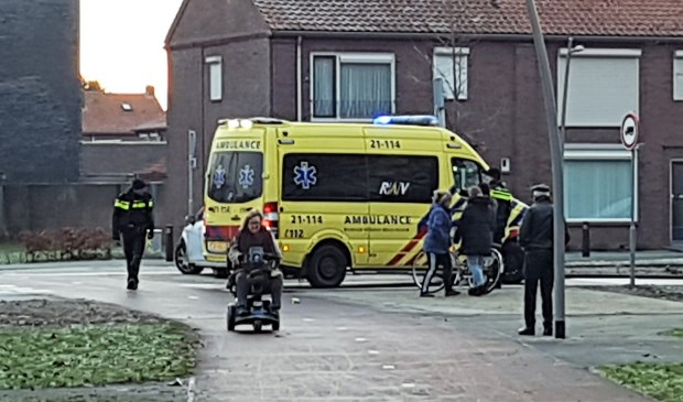 De ambulance in de Vierhoeksingel.