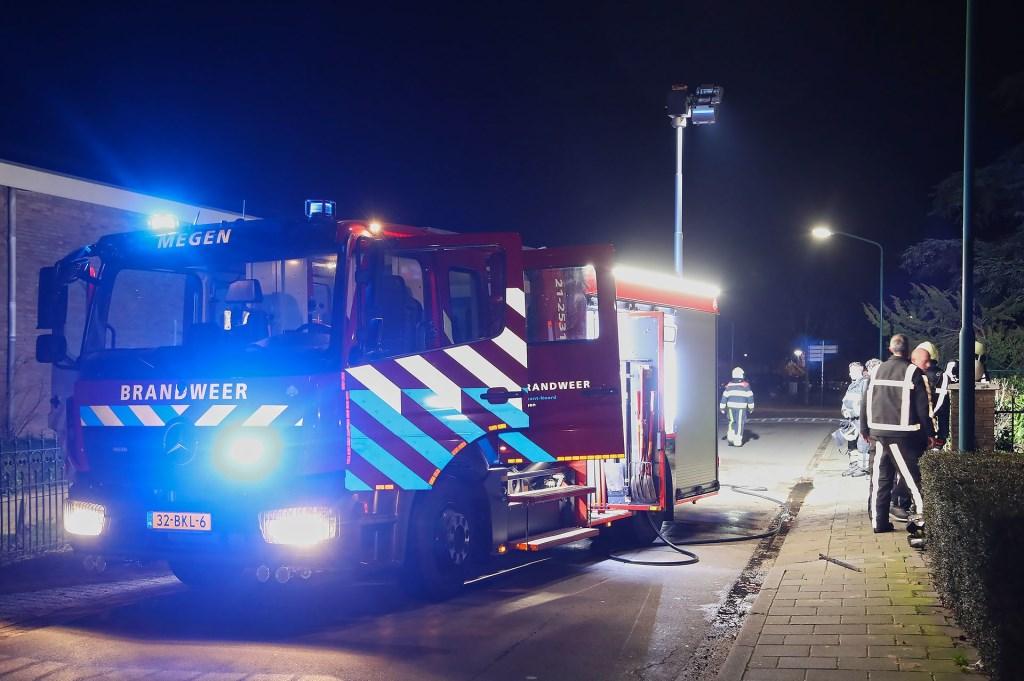 Brand in de Megense Houtstraat. (Foto: Gabor Heeres / Foto Mallo)  © Kliknieuws Oss